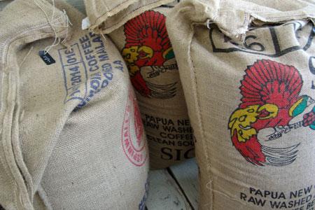 Wir lagern frischen Kaffee direkt in unserer Kaffeerösterei
