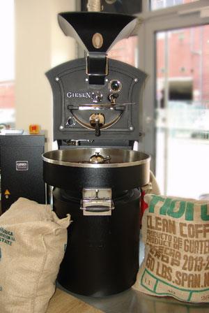 Das ist unser Röster, direkt in der Kaffeemanufaktur