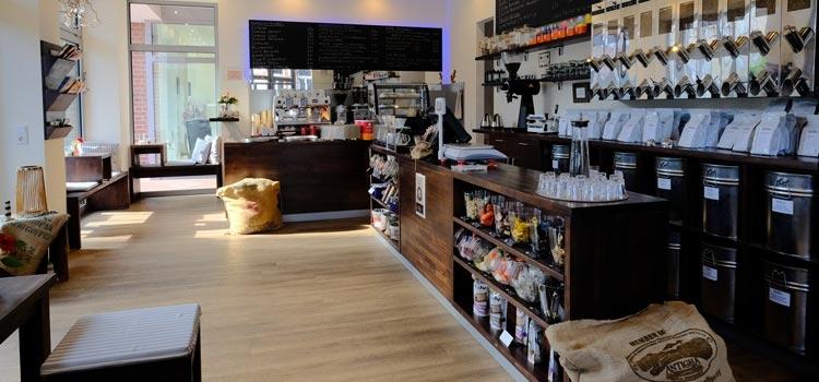 Sitzplätze im Café der Norder Kaffeemanufaktur